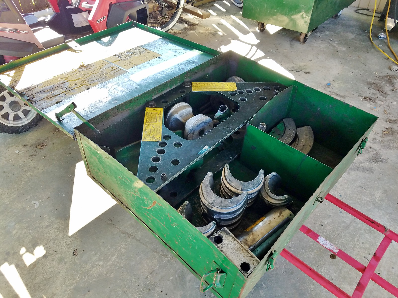 tools-equipment-auction.jpg